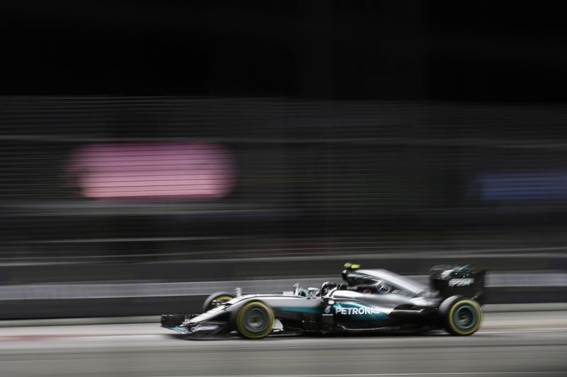 Rosberg zsinórban harmadszorra is nyert